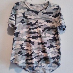 Old Navy Camouflaged Short Sleeve Tee